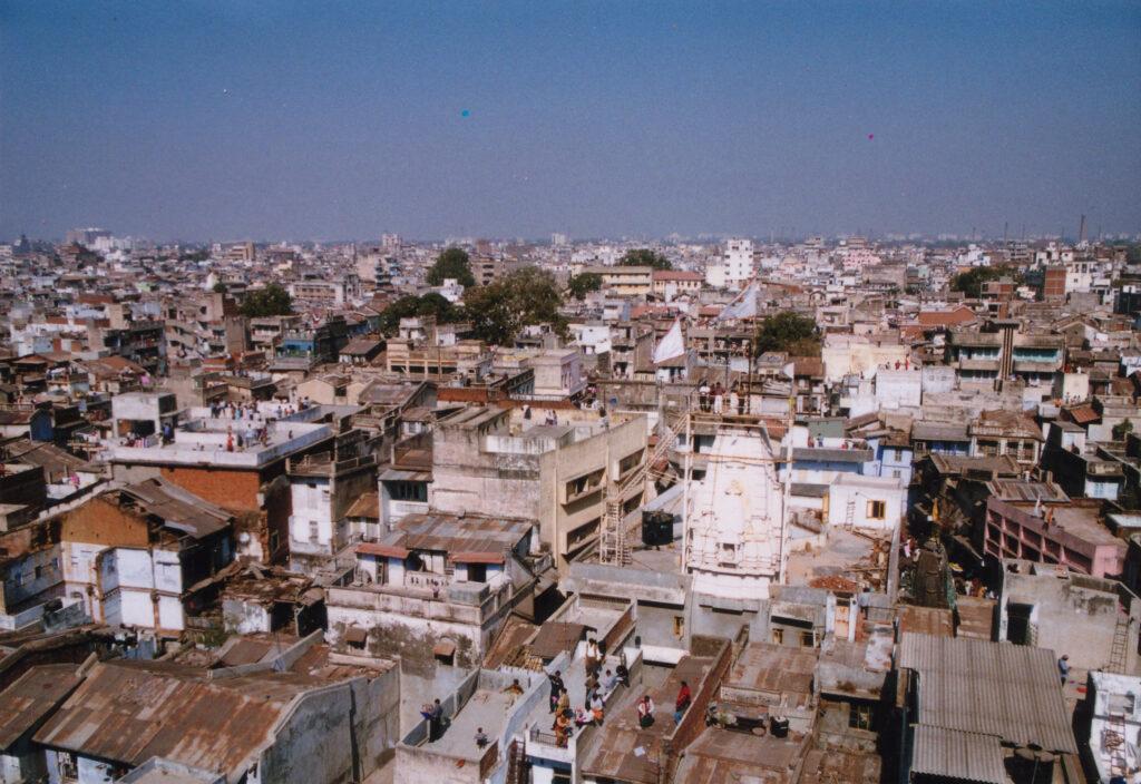 Oversiktsbilde av indisk by